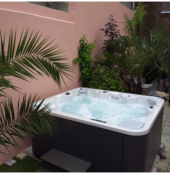 Achat vente d'un jacuzzi AQUAVIA SPA modèle Aqualife 6 à Toulon dans le Var 83