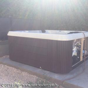Pose du spa STRONG SPAS sur dalle béton à six fours les plages 83140