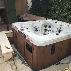 Destockage d'un jacuzzi américain modèle d'exposition CATALINA SPAS  à Six fours les plages 83140