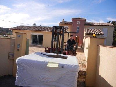 Livraison spa DURASPORT SPAS par camion et chariot de levage à Ollioules 83190