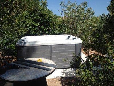 Vente, grutage, installation et mise en service d'un spa à Toulon VAR 83000