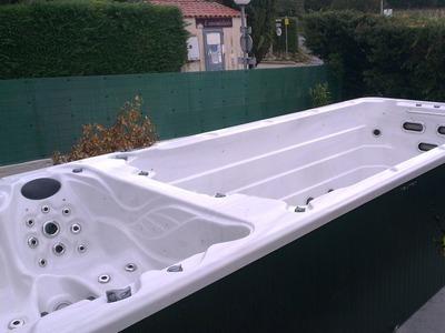 Vente, grutage et installation d'un spa de nage bi zone au Beausset VAR 83330