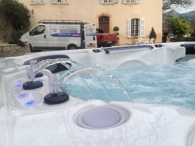 Vente et installation jacuzzi CATALINA SPAS Constellation à la Valentine 13011