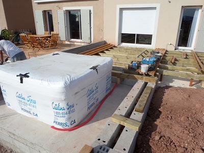 Installation du jacuzzi CATALINA SPAS sur future terrasse à Cuers dans le VAR