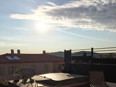 Terrasse en bois avec spa Aurora encastré à Cuers dans le VAR