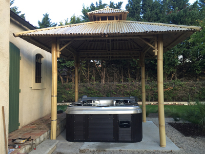 Installation d'un spa Quasar CATALINA SPAS sous gazebo en bambou à Saint Cannat 13760